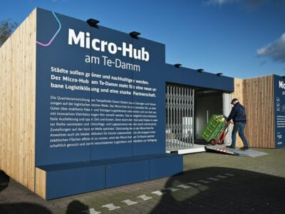 Im Rahmen eines Forschungsprojekts mit dem Bezirk Tempelhof hat DB | Smart City einen Hub am Tempelhofer Damm installiert.