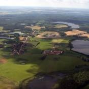 Ein Blick auf das Dorf und die landwirtschaftlichen Flächen Brodowins